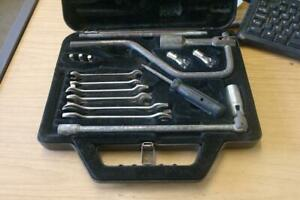 VINTAGE / CLASSIC CAR TOOL KIT WITH CASE
