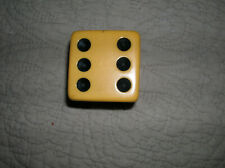 """VINTAGE BUTTERSCOTCH COLORED BAKELITE DIE 2""""X2"""". SMALL CRACK BETWEEN 6 AND 4 !!"""
