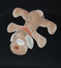 Peluche doudou chien couché KIABI beige brun collier orange 28 cm allongé NEUF