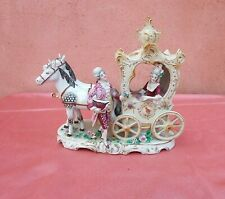 Sculpture statue groupe biscuit porcelaine  personnage chevaux carosse diligence