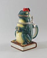 9941776 Porzellan Ernst Bohne Thüringen  Bierkrug Frosch auf Buch 0,5 Liter