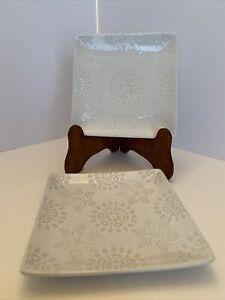 crate and barrel white plates snowflake pattern Mmmm 6.25 X 6.25 Stand NI