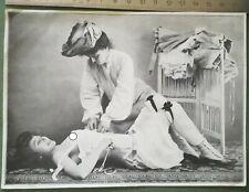 U32 CPA curiosa érotique circa 1930 2 jeunes femmes brune corset bas 13X17 cm