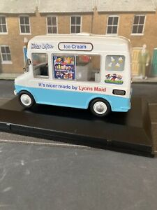 """Die Cast Model Ice Cream Van 'Bedford CF' """"Mister Softee"""""""