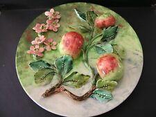 """Très Joli et Rare Plat Barbotine de """"Longchamp"""" Pommes et Fleurs...Diam: 33 cms."""