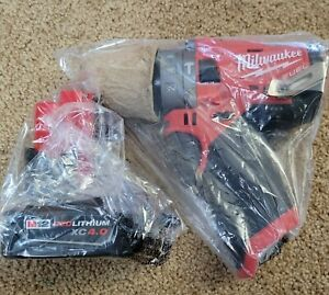 New Milwaukee M12 Cordless Hammer Drill Driver 2504-20 + Battery XC4.0 4.0Ah