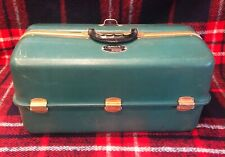 New ListingAntique Vintage Umco 1000-U Green Tackle Box