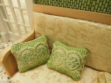 "2 Miniatur-Sofa-KISSEN,3,5x3,2cm,""Gobelinstoff-Look""in hellcreme/hellgrün,"