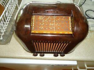 Kriesler Bakelite valve radio 1949 (working )
