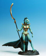 DARK SWORD MINIATURES - DSM7454 Female Dragonkin Mage