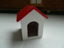 (A28) DOLLS HOUSE WOODEN PAINTED DOG KENNEL