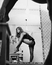 "SOPHIA LOREN IN ITALIAN FILM ""YESTERDAY, TODAY AND TOMORROW"" 8X10 PHOTO (BT262)"