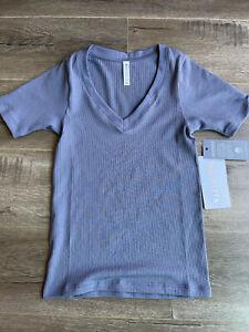 Brand New Gray Athleta Womens Renew V-Neck Tee Shirt T-Shirt Workout Casual