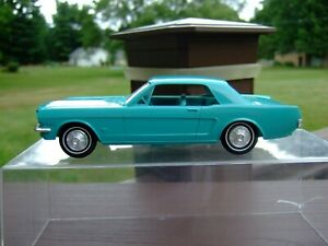 1/25TH Scale 1964 Ford Mustang -----NICE----