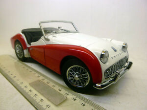 08032WR Kyosho 1:18 Triumph TR3A white red