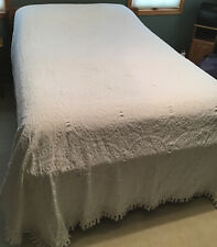 Vintage Cannon Chenille Bedspread w/Fringe White Circle Floral Pattern Full Size