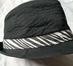 Unbranded Boys black hat black and white trim 100% Cotton preowned