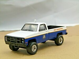dcp/greenlight Custom lifted blue/white Chevy 1984 pickup off road 1/64