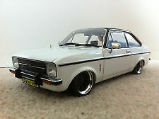 FORD ESCORT MK2   WINDSCREEN  RUBBER  + 4M CHROME LOOK FILLER STRIP
