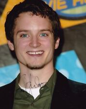 "ELIJAH WOOD AUTOGRAPH SIGNED 10"" X 8 "" PHOTO (LORD OF THE RINGS & FLIPPER )"