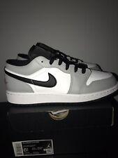 Air Jordan 1 Low (GS) Nike AJ1 Luz Humo Gris/Gym Red-BLANCO UK 6 nos 6.5 EU 39