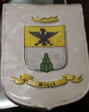 Scudetto in ceramica con stemma della famiglia Poggi dipinto a mano Deruta