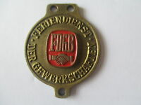 EAST GERMAN COMMUNIST PERIOD BRASS METAL TRADE UNION BADGE/MEDALLION (33mm)