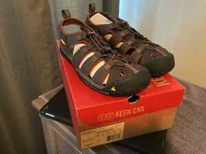 New in box men's Keen Clearwater CNX Raven/Tortoise Shell Size 9