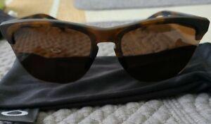 Oakley Men's OO9374 Frogskins Lite P Matte Brown Tortoise/Prizm black 63mm