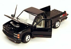 MotorMax 1992 Chevy 454SS Pickup Truck 1:24 Scale die-cast metal model