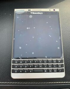 NEW BLACKBERRY PASSPORT Q30 -(SLIVER EDITION)+(Unlocked) RARE 32GB++ON SALE !!