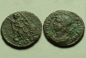Constantine rare genuine ancient Roman coin 330A CONSTANTINOPOLIS Victory wreath
