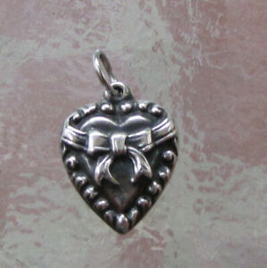 1940s VINTAGE STERLING SILVER Repousse PUFFY HEART W/ BOW BRACELET CHARM LaVerne