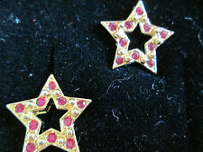 AVON SPARKLE STAR PIERCED EARRINGS W/SURGICAL STEEL POSTS RED 1994**NEW IN BOX**