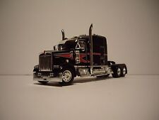DCP 1/64 BLACK AND RED W900 KENWORTH WITH 86''  STUDIO SLEEPER