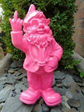 NAIN au doigt d honneur rose , statue d un nain de jardin . nouveau  !