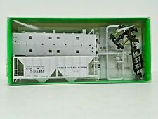 "Bowser Ho U/A ""Gulf Mobile & Ohio"" 70 Ton 2-Bay Covered Hopper #80510 Model Kit"