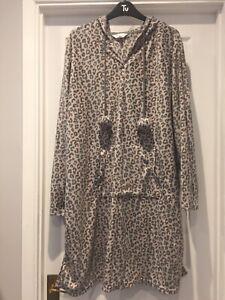 Lovely Fleece Nightie Size 20/22 Grey Pink Animal Print Pretty Secrets Pom Pom