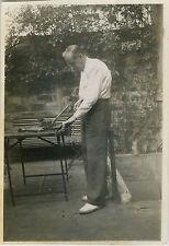 PHOTO ANCIENNE - VINTAGE SNAPSHOT - HOMME BRICOLAGE OUTIL CURIOSITÉ -MAN WORKING