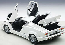 Autoart LAMBORGHINI COUNTACH 25th ANNIVERSARY EDITION WHITE 1/18 New! In Stock!