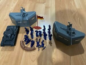WWII ARMY MEN German Soldiers, Tank, more (see descrip) VINTAGE 1:32  20 pieces