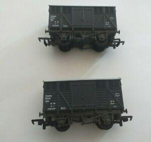 TWO Mainline 937174 GWR 12-Ton Fruit Vans No.134149 in GWR Dark Grey