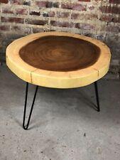 Table basse / guéridon en bois de suar vernis et pieds en fer
