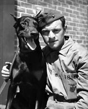 Photo. WW2. North Carolina. Marine & Doberman Pincher Trained For War