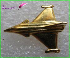 Pin's Pins badge Un Avion de chasse Plane couleur Dorée #543