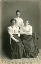 PORTRAIT OF THREE WOMEN, MOTHER AND TWO DAUGHTERS? ca 1900's REAL PHOTO POSTCARD