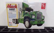 AMT 1039   1/25 Mack R685ST Semi Truck Cab  AMT1039-NEW