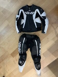 Arlen Ness 2 Piece zip together leathers - 46 Fit Average 6ft Guy.