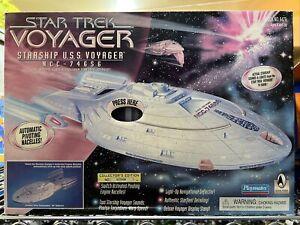 New 1995 Playmates Vintage Star Trek Voyager Starship USS Voyager NCC 74656 Rare