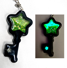 DISCOUNT - Star KEY GLOW in the DARK Wet Glitter Shaker Charm Keychain Resin Oil